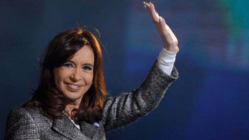 Cristina Kirchner acumula cheques